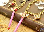 プレミアムバンダイから『カードキャプターさくら』の「封印の杖」と「星の杖」のチャームセットが発売!