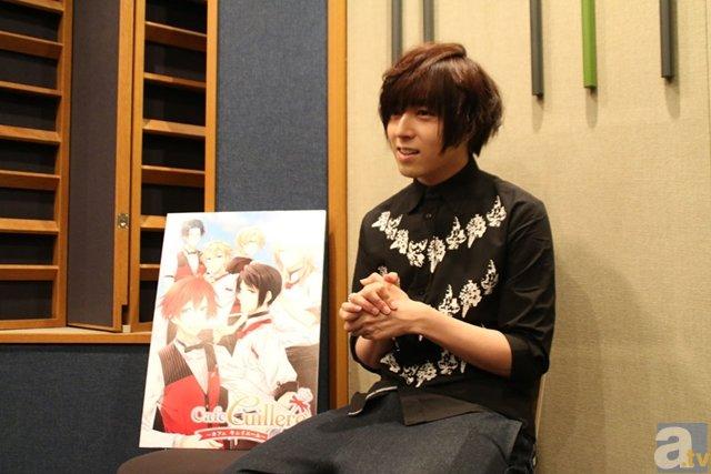 AGF2015『カフェキュイ』ブースにて、声優・岡本信彦さんがギャルソン姿でトークイベントに登壇!-3