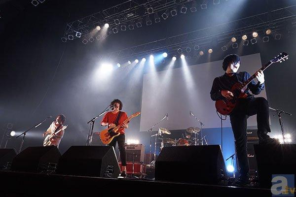 ▲KANA-BOONのライブ風景その1