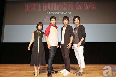 『ワンパンマン』先行上映会で古川さんが3枚の瓦をワンパンで割る!