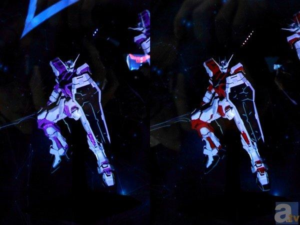 ▲足元の台にある5つの六角形を踏むと、それに合わせてガンプラが瞬時にカラーリングを変化。画像は白い機体ですが、真逆の黒ベースに色を変化させることもできました。