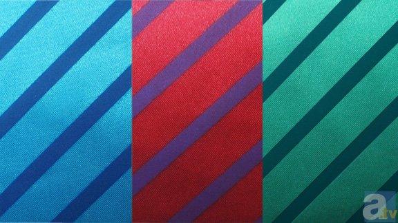 ▲袖裏は各学年のリボンカラー(サテン生地を使用)。