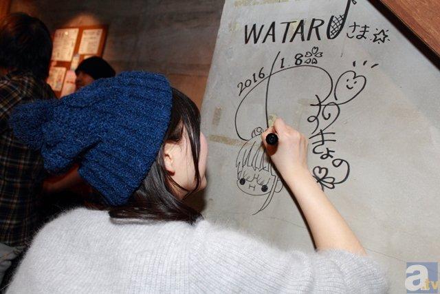 ▲noodles shop WATARUには安野さんのサインも。なお、店長さんの粋なはからいで店内の壁にサインをすることになり「お店の壁ですよ!? 本当にいいんですか!? 私、壁にサインするの初めてです!」と安野さんもドキドキのご様子でした。