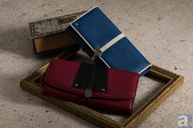 『鋼の錬金術師』より、エルリック兄弟やマスタング大佐をイメージした財布やバッグなどのグッズが登場!