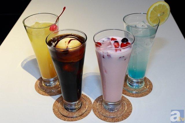 ▲アルコールドリンクはそれぞれのキャラクターをイメージした物になっており、かなりのボリューム感。Cafe&Barで優雅に飲みましょう。