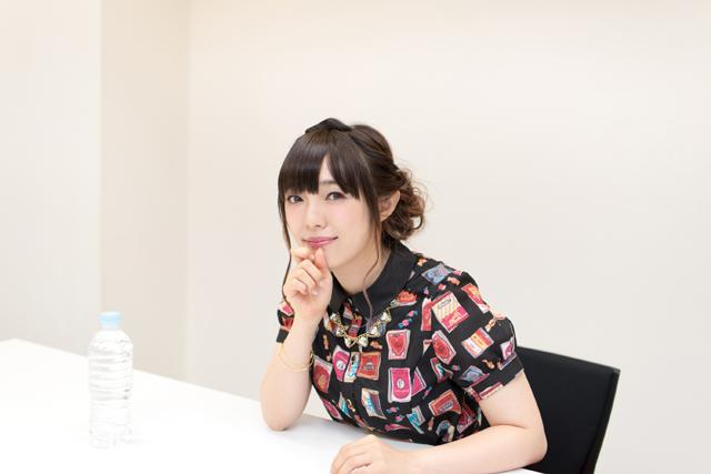 可愛いシャツの佐藤聡美