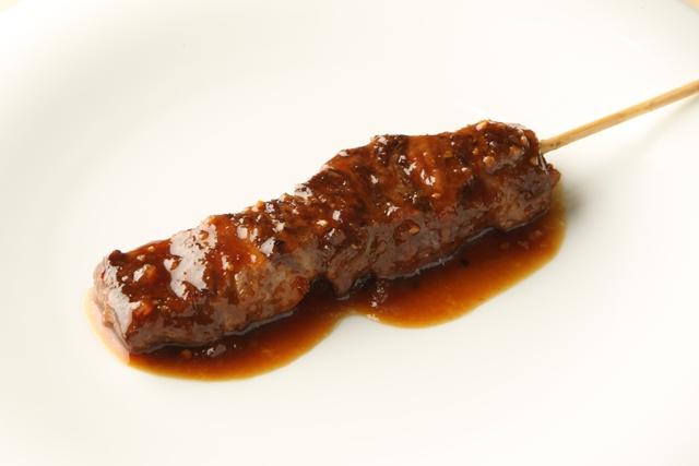 ▲佐藤拓也のこだわりソースの牛串焼き