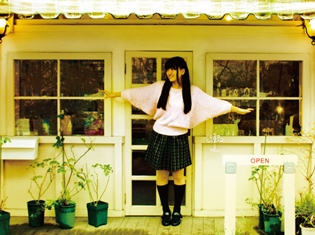 """声優・井上喜久子さんの愛娘""""井上ほの花さん""""CDデビュー! ミニアルバム「ファースト・フライト」に込めた、ほの花さんの想いとは!?"""
