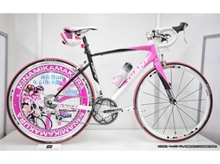 『南鎌倉高校女子自転車部』原作者謹製・公式痛チャリが当たるツイッターキャンペーン開始! 秋月巴モデルをプレゼント