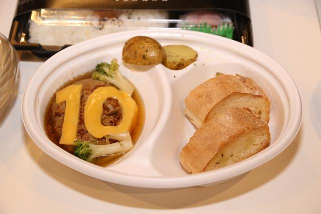 ▲城谷さんちの晩ごはん「じっくり煮込みハンバーグ」