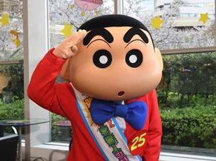 『クレヨンしんちゃん』に新番組『世界ルーツ探検隊』のMCを務める中丸雄一さんがゲスト出演! ジャニーズNo.1のボイスパーカッションも披露