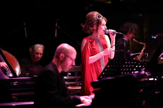 『傷物語』EDを歌うクレモンティーヌさん来日公演でアニソンカバー