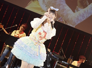 竹達彩奈さん、公式ファンクラブ『あやな公国』初イベントで、新たな規則(設定)を決定! バースデーイベントでは、恒例の「肉ケーキ」でお祝い