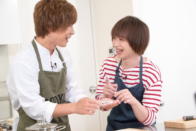 植田圭輔さんと安達勇人さんが料理にチャレンジ! オリーブオイルが隠し味? TVアニメ『王室教師ハイネ』第4巻特典映像の収録現場をレポート