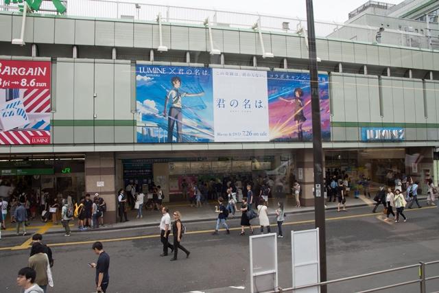 ▲新宿駅で見られるルミネとのコラボビジュアル