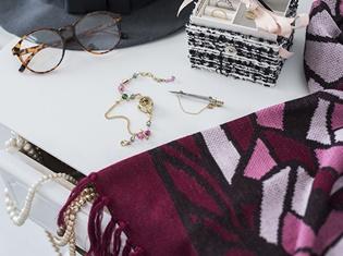 『少女革命ウテナ』より、天上ウテナ&姫宮アンシーモデルのブレスレットウォッチなど、バラの花の上品な雰囲気が漂うコラボアイテムが新登場!