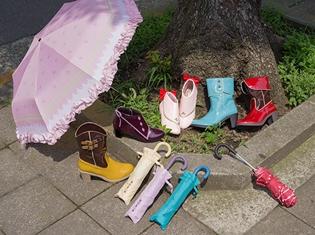 雨の日はオシャレな魔法少女に変身! 『魔法少女まどか☆マギカ』の各キャラクターをイメージしたレインシューズ&傘が登場