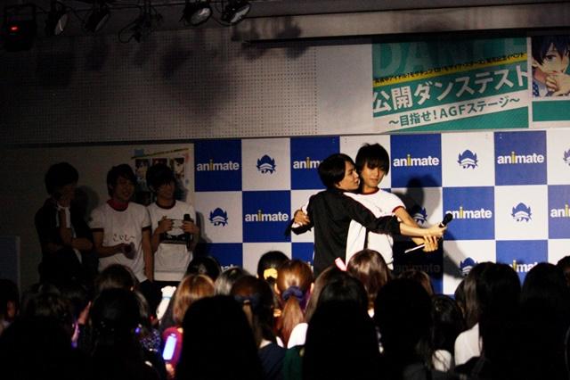 """▲根塚さんを相手役に指名した河本さんは、華麗にステップを踏み、""""マネージャー""""の心も見事につかみます!"""