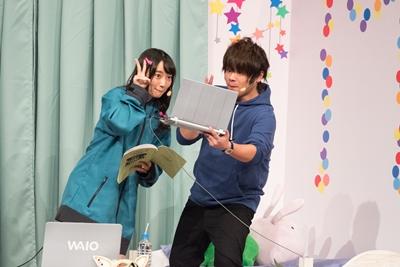 『エロマンガ先生』松岡禎丞さん、藤田茜さんら声優陣が夢のようなシチュエーションで写真撮影