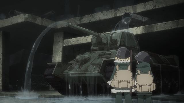『少女終末旅行』第10話のあらすじ&先行カットを公開! 巨大なプラントが立ち並ぶ施設に圧倒されるチトとユーリ