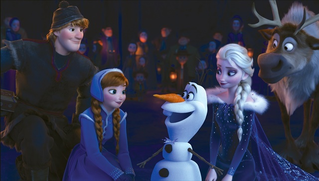 『アナ雪』最新作、家族の絆を歌う新曲「When We're Together」披露! アナとエルサが一緒に歌う本編シーンを初公開