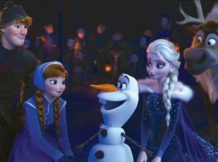 『アナと雪の女王』最新作<家族の絆>を歌う新曲「When We're Together」披露! アナとエルサが一緒に歌う本編シーンを初公開!