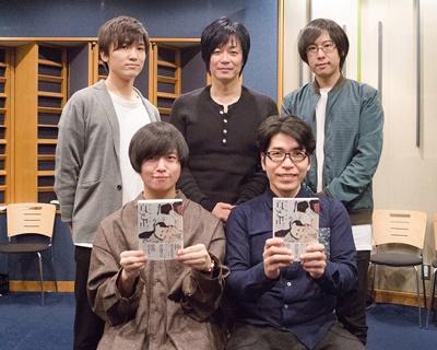 ▲前列左から斉藤壮馬さん、新垣樽助さん/後列左から山下誠一郎さん、遊佐浩二さん、白井悠介さん