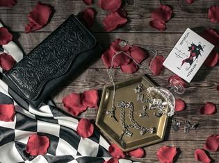 『ジョーカー・ゲーム』コラボのシックな長財布&各キャラクターに関するアイテムをイメージしたチャームセット3種が登場!