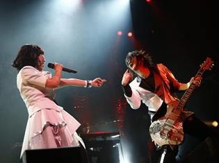 15周年を迎えさらに先へと走り続けるatsukoさんとKATSUさんが、「angela Live Tour 2018 Beyond」で見せた未来