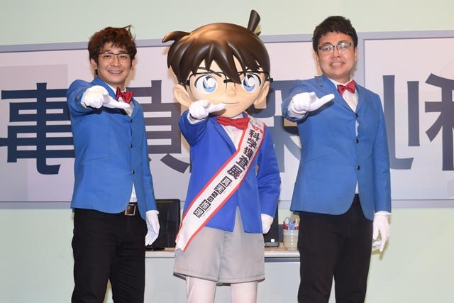 ▲左から鰻和弘さん、コナン君、橋本直さん