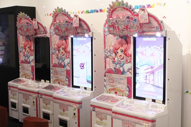 ▲ゲームが遊べるフロアでは、『キラッとプリ☆チャン』が3台、『プリパラ』が3台、『プリティーリズム』が1台と歴代筐体が並んでいました。