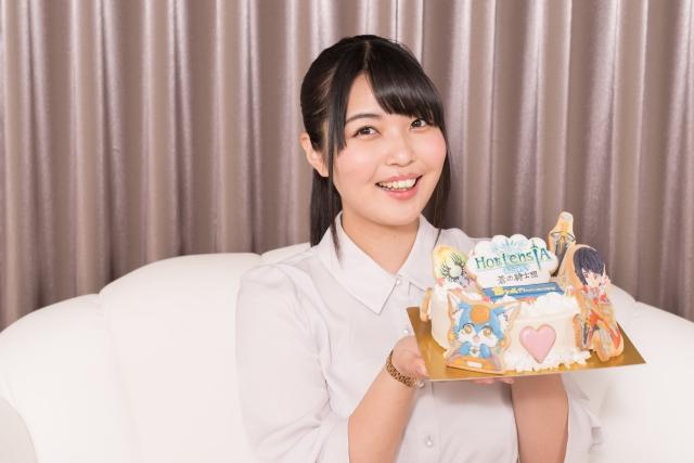 大坪由佳が『オルサガ』愛に溢れるケーキで3周年をお祝い!