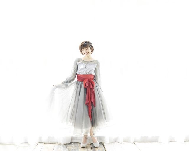 吉田仁美の歌手デビュー10周年記念ベストアルバムが6月27日発売決定