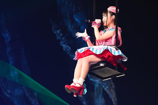 小倉唯さん・2万2千人を動員したライブツアー追加公演レポート――皆さんの貴重な人生のなかの1分、1秒を預かっていく責任を持って