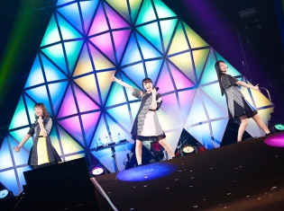 TrySailセカンドライブツアー幕張公演初日レポート│楽しさいっぱいの熱いライブに漢字対決も!?