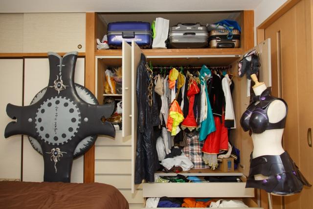"""コスプレイヤー・コノミアキラさんのお部屋をスッキリ!スマホ収納サービス「サマリーポケット」を利用してもう1つの""""衣装部屋""""を作ろう!の画像-25"""