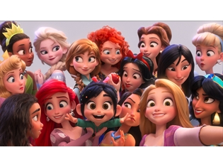 ディズニー最新作『シュガー・ラッシュ:オンライン』諸星すみれさん、ヴァネロペ役の声優を続投! 歴代プリンセス大集合の豪華画像も公開