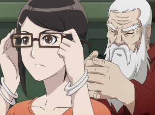 TVアニメ『悪偶 -天才人形-』第5話のあらすじ&先行場面カットが公開! 悪偶が見える眼鏡でヒルソンを見ると、そこに映っていたのは……