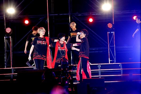 「ツキプロライブ2018」豊永利行さん、江口拓也さんら総勢16人によるリアルライブで、色とりどりの光に包まれた夜公演をレポート