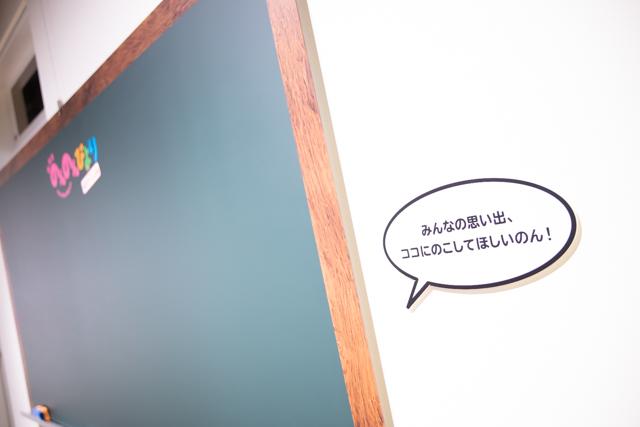 """『劇場版 のんのんびより ばけーしょん』展示企画""""のんのんびより しねまぎゃらり~""""フォトレポート!メインキャラの等身大フィギュアや無数のこまぐるみが展示"""