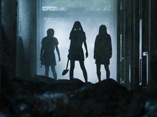 実写映画『がっこうぐらし!』の公開月が2019年1月に決定! 不気味な校内に佇む女子高生が映る場面写真も解禁……!