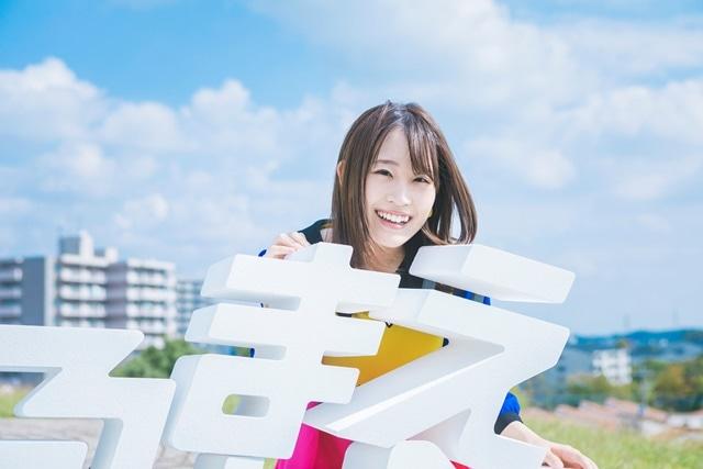 鈴木みのり1stアルバム「見る前に飛べ!」12/19発売