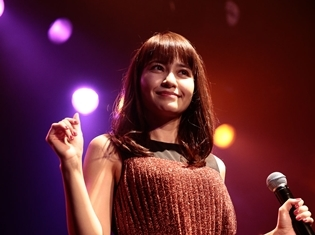 声優・中島愛さん、FCイベントでカバーミニアルバム発売&茨城で凱旋ライブ開催を大発表! 公式レポートで会場の模様をお届け